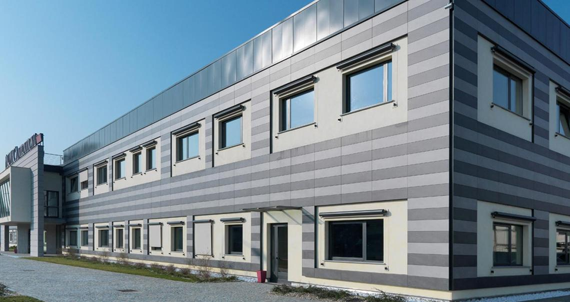 Farmaca International - raised floor ventilated wall