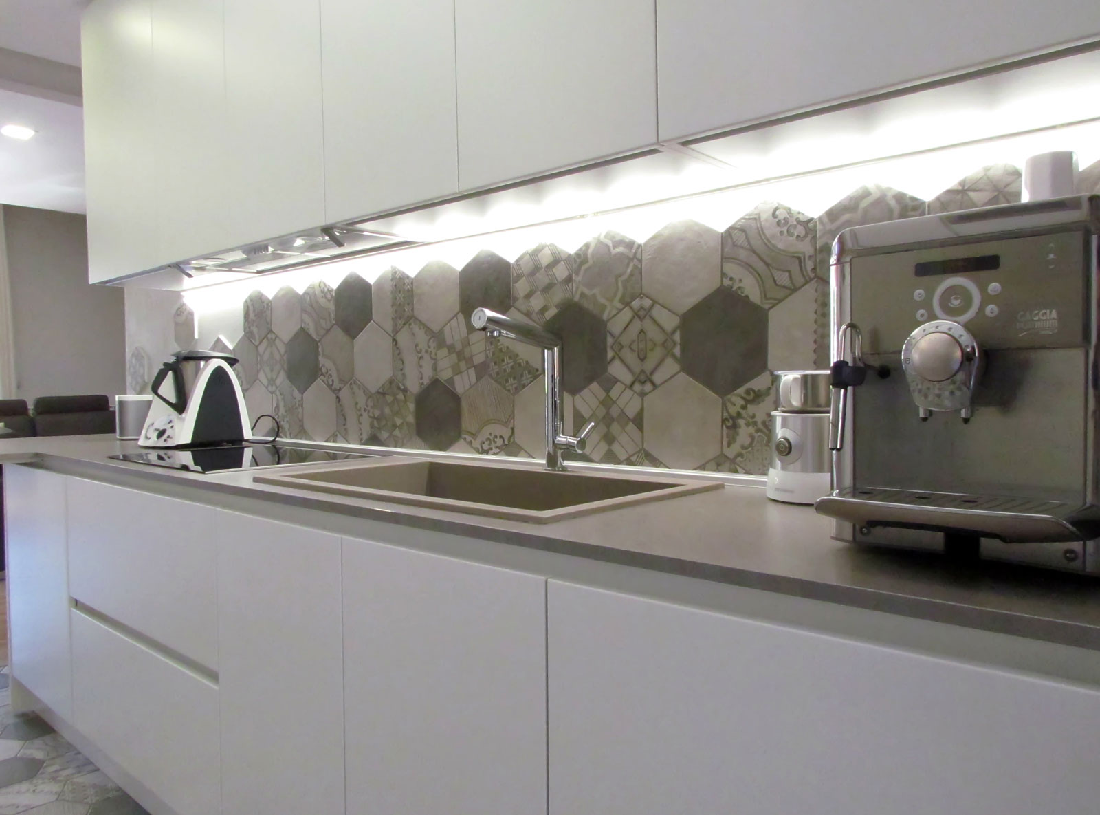 A kitchen decorated with cement tiles | Marazzi