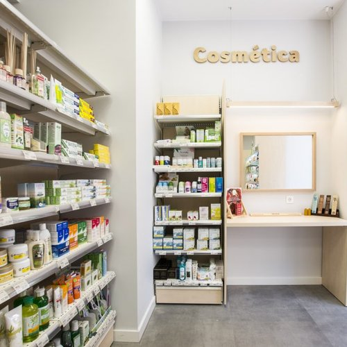 Memento Taupe decorates a herbalist's store in Saragozza