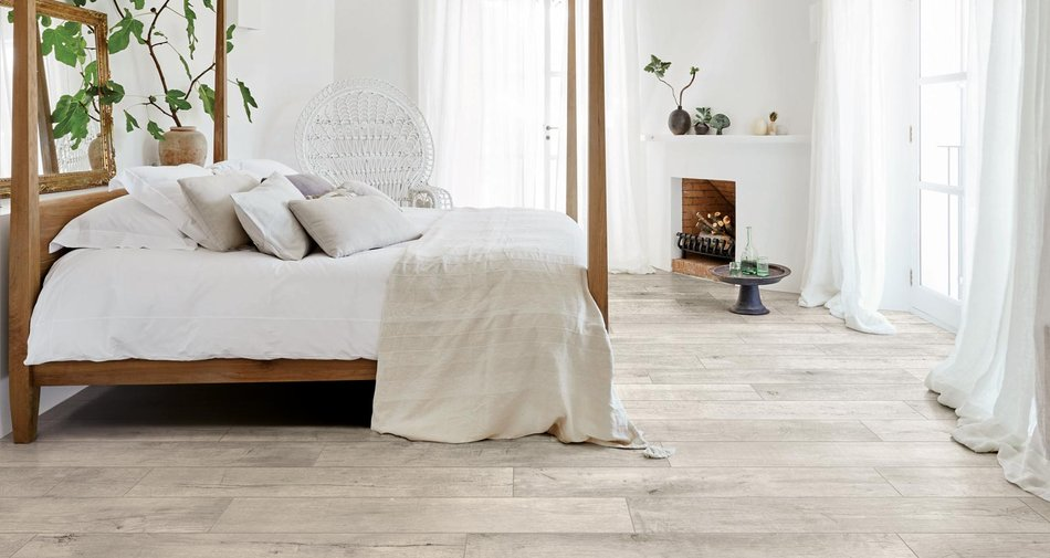 How to furnish and cover the floor of a shabby-chic bedroom