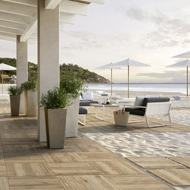 Extra-thick 20 mm stoneware: the ideal solution for beach club pavings