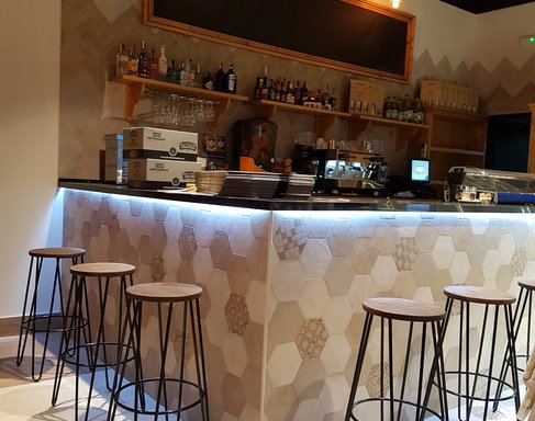 Auténtico Le Gurmé chooses hexagonal tiles