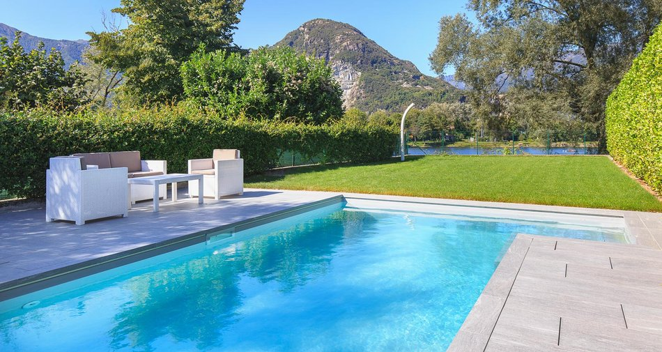 Marazzi stone-effect stoneware for a private swimming-pool by Lake Maggiore