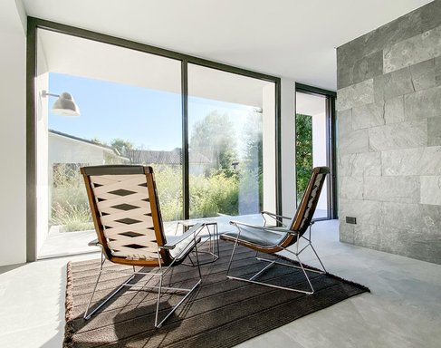 Concrete-Effect and Stone-Effect Stoneware for a Modern Villa by the Sea