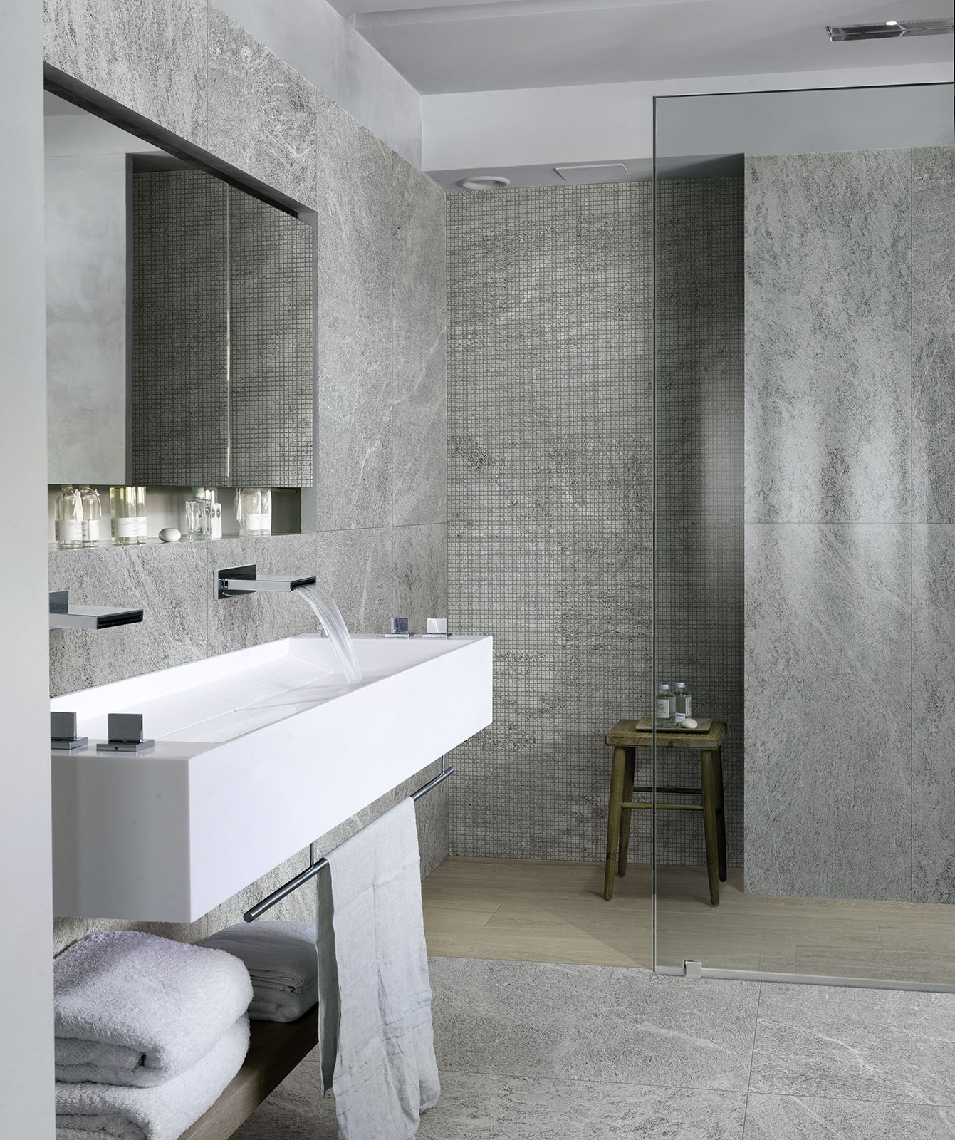 Bathroom Tile: Bathroom Flooring: Ceramic And Porcelain Stoneware